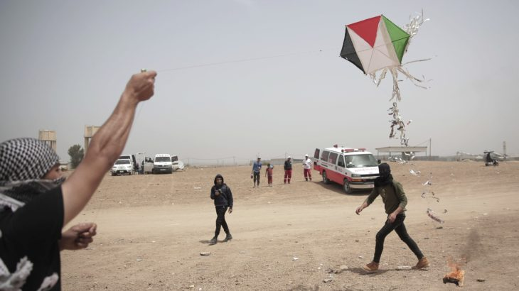 Z OSTATNIEJ CHWILI! Żydzi w higieniczny sposób zastrzelili tysiące Palestyńczyków. Pozostałych chcą pozwać za... płonące latawce